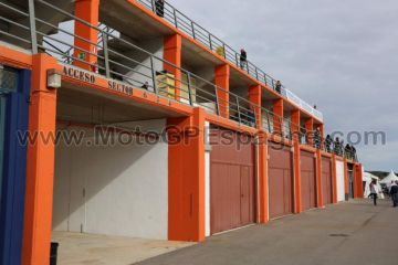 Tribune ORANGE - Circuit Ricardo Tormo Cheste <br /> Grand Prix Valence motos <br /> billetterie officielle MotoGPEspagne.com
